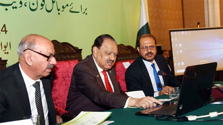 President launches digital edition of Urdu dictionary